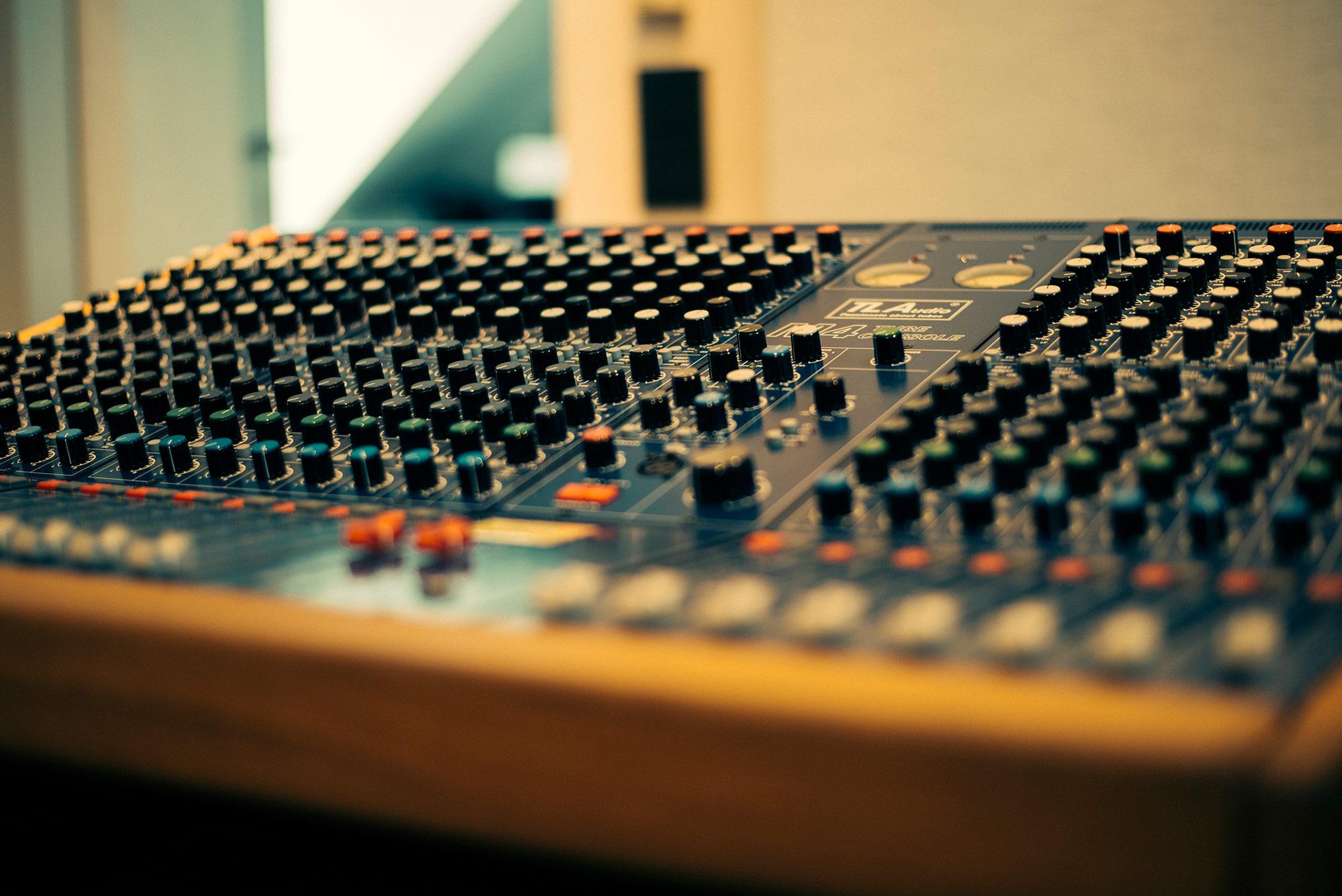 02_Mixing_TLAudio_Mixer